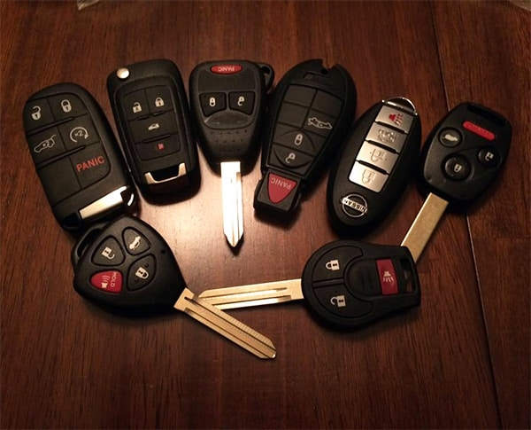 image of a variety of automotive remotes, fobs and transponder keys